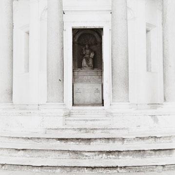 José Ferrero Escalinata y pórtico del Tempietto de Bramante, 2001. Cloruro bromuro virado al selenio, 44 x 44 cm.