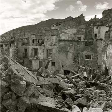 Domeño, 2000 (1/5) Copia fotográfica en papel baritado blanco y negro 70X70 cm