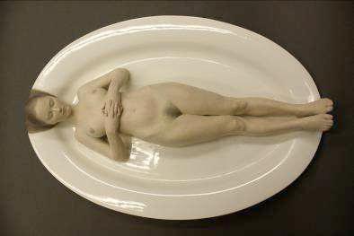 Gerard Mas  Sepulcro comestible, 2011 Resina de poliester policromada 6x24x36 cm.