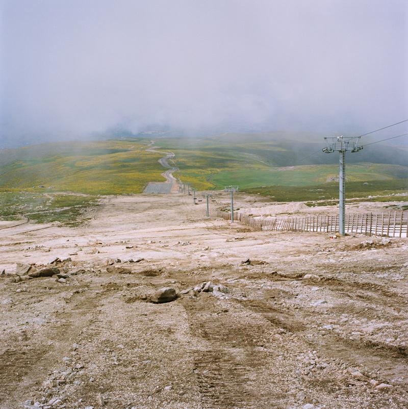 Ignacio Evangelista.Serie Stand-by, 2006 La Covatilla,lambda sobre aluminio, 75x75 cm. 1/5