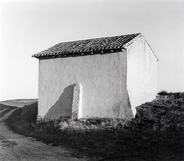 Casa de aperos. Villalcázar de Sirga, Palencia 2015, José Ramón Cuervo-Arango. 19,5x22,2. Gelatina de plata.