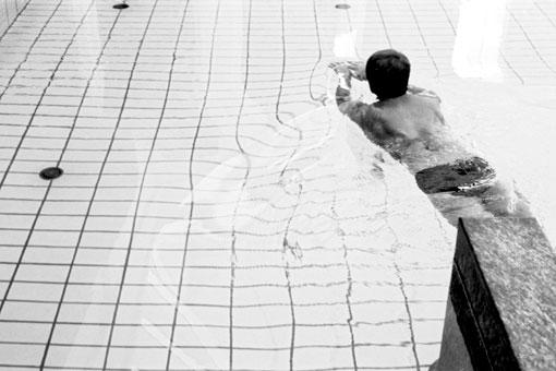 Bernd Große Schwimmer mit Wasser, 1988 Gelatina de plata 2011 14,7X21,7 cm.