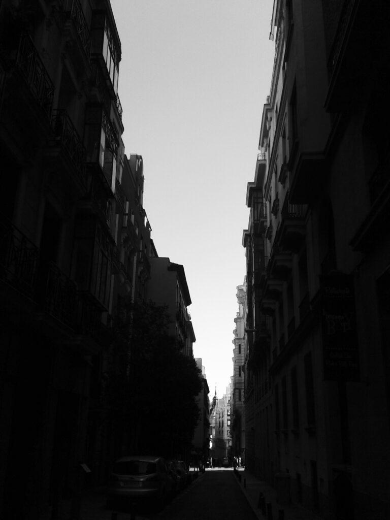 Calle Reina, 2014. (Madrid). José Ferrero. Gelatina de plata.37x46 cm (Imagen 20x 25cm). Numerada1/5